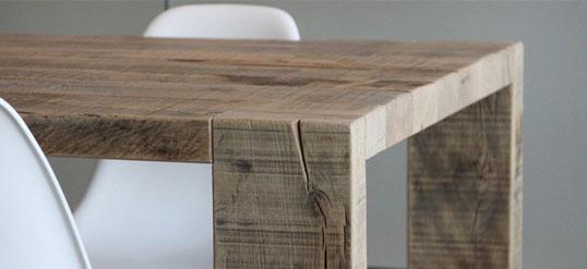 Oud eiken meubel